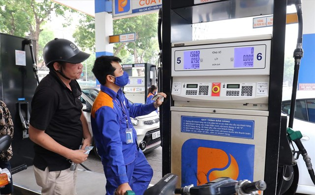 Ngày mai, giá xăng dầu có thể tăng cao kỷ lục - Ảnh 1