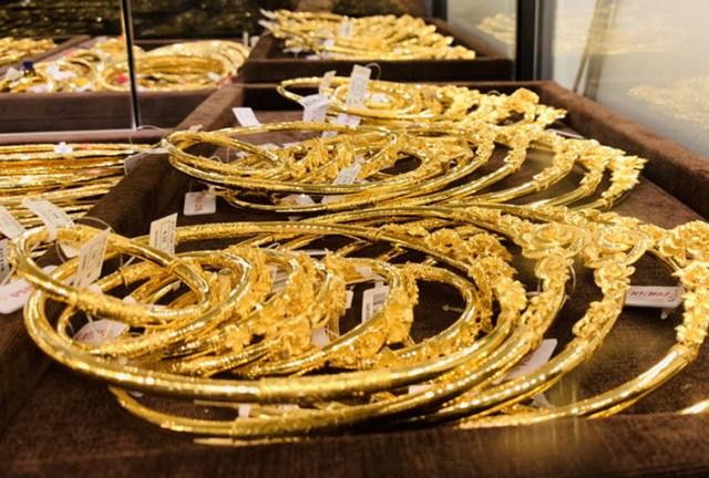 Giá vàng thế giới giảm, vàng trong nước vẫn giữ giá. (Ảnh minh họa)