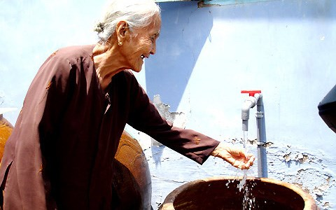 Sau giảm giá điện, Chính phủ yêu cầu giảm giá nước sạch sinh hoạt cho người dân - Ảnh 1