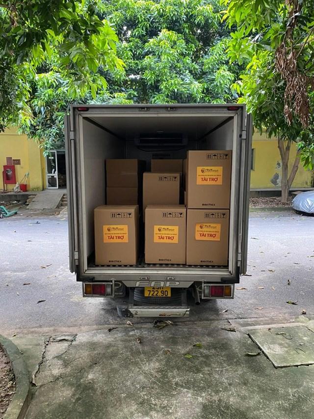 Lô hàng 30.000 bộ kit xét nghiệm nhanh COVID-19 rời Hà Nội trong ngày 28/8, vận chuyển tới Kiên Giang trong ngày 29/8 để kịp thời hỗ trợ các lực lượng chức năng trong công tác xét nghiệm tầm soát COVID-19