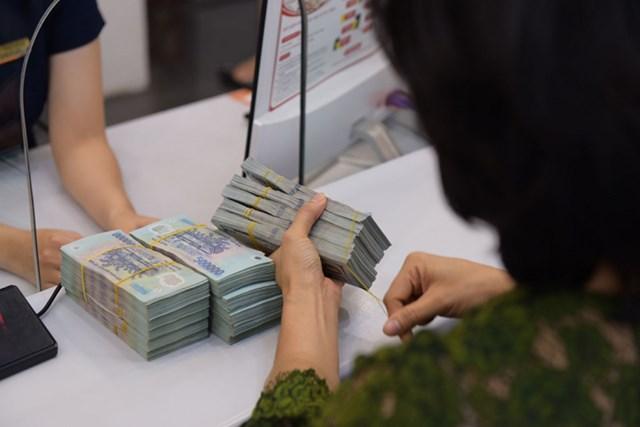 Các ngân hàng cho khách giãn nợ thêm 6 tháng - Ảnh 1