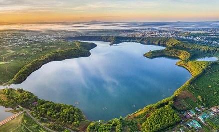 Vẻ đẹp hút tầm mắt của Biển Hồ nhìn từ trên cao (Nguồn: Shutterstock)