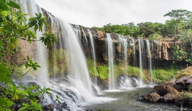 Vẻ đẹp hoang sơ, bình yên đến nao lòng của thác Mơ (Nguồn: Shuuterstock)