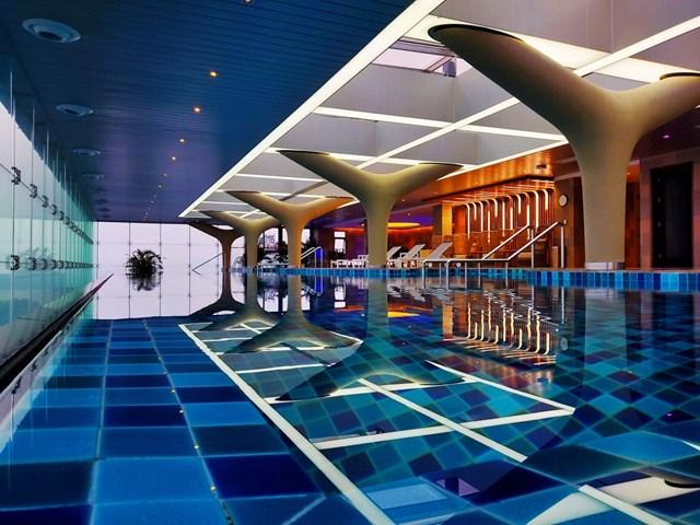 Bể bơi vô cực tại khách sạn Oakwood Residence Ha Noi