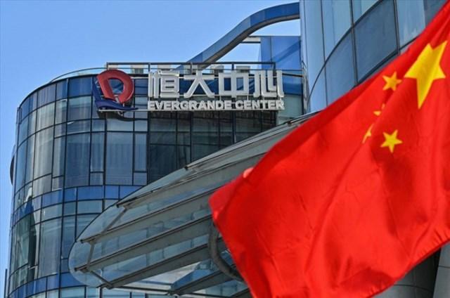 Tập đoàn bất động sản lớn thứ 2 Trung Quốc Evergrande đang đứng bên bờ vực sụp đổ với khoản nợ 305 tỷ USD.