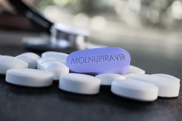 Bộ Y tế chính thức đưa Molnupiravir vào phác đồ điều trị Covid-19. (Ảnh minh hoạ)
