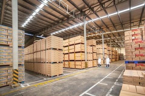 Kho thành phẩm trong một nhà máy của Vinamilk, tồn kho linh hoạt đảm bảo cung ứng trong nước và cả xuất khẩu theo diễn biến của Covid-19.