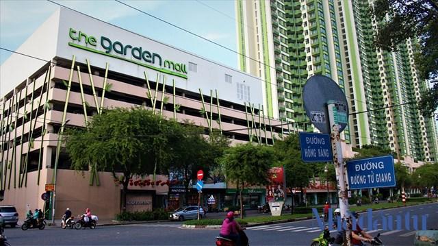 Thuận Kiều Plaza (nay là The Garden Mall) tọa lạc tại số 190 Hồng Bàng, phường 12, quận 5, TP.HCM.