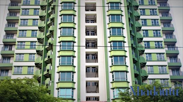 Hàng trăm căn hộ tại Thuận Kiều Plazahơn 2 thập kỷ qua vẫn luôn trong tình trạng bỏ hoang vì không có người sinh sống do một phần vì lờ đồn đoán có ma, mặt khác do thiết kế chật hẹp đi cùng với đó là giá thành quá đắt khiến người mua không mấy mặn mà.