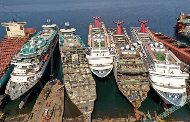 Những hình ảnh cho thấy hệ quả 'thảm khốc' của Covid-19 lên ngành công nghiệp du thuyền - Ảnh 1