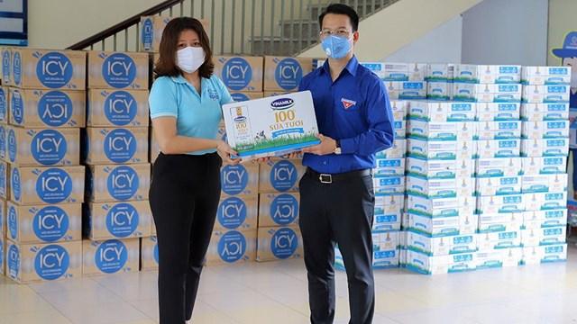 Mới đây, Vinamilk đã trao tặng 1 tỷ đồng các sản phẩm sữa cho các khu vực cách ly tập trung của Đà Nẵng, Quảng Nam và Quảng Ngãi