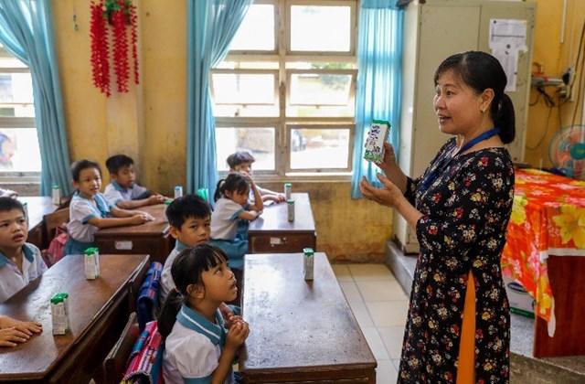 Niềm vui uống sữa học đường an toàn tại TP.HCM - Ảnh 1