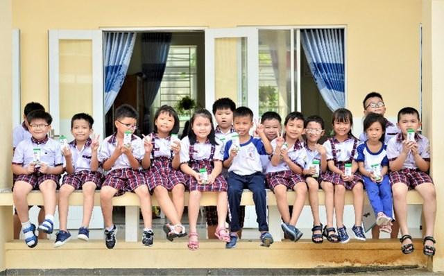Niềm vui uống sữa học đường an toàn tại TP.HCM - Ảnh 2