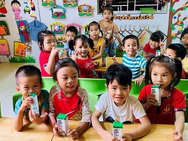 Những giờ uống sữa vui vẻ cùng chương trình Quỹ sữa Vươn cao Việt Nam của học sinh trường Mầm non xã Châu Quế Thượng, tỉnh Yên Bái.
