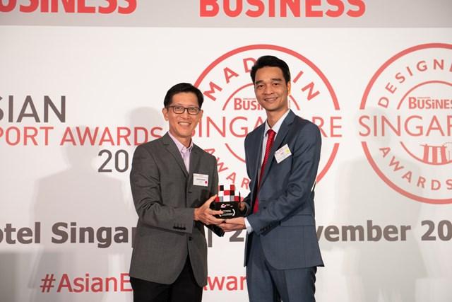 Đại diện Vinamilk nhận Giải thưởng xuất khẩu Châu Á tại Singapore vào cuối năm 2019
