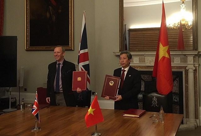 Hiệp định UKVFTA đã chính thức được ký kết bởi đại diện ủy quyền (Đại sứ) của Chính phủ hai nước tại London (Vương quốc Anh). Ảnh: ST