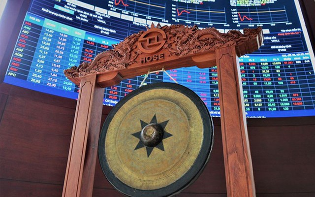 HoSE chính thức điều chỉnh lô giao dịch tối thiểu từ 10 lên 100 cổ phiếu từ ngày 4/1/2021 - Ảnh 1