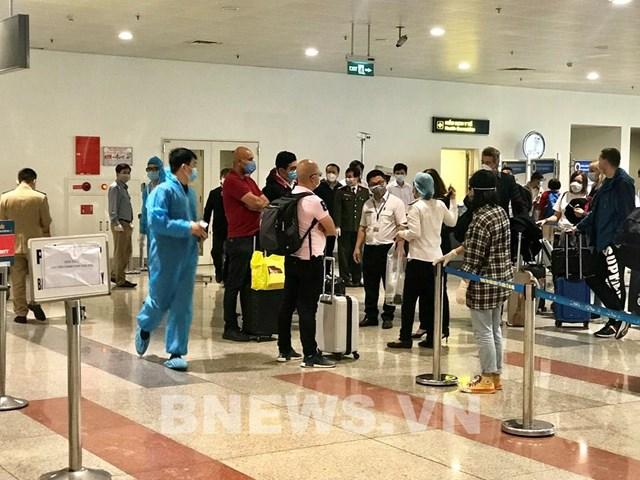 Gần 1.200 khách quốc tế từ vùng dịch về Hà Nội trong ngày 20/3 - Ảnh 1