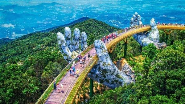 Cầu Vàng tiếp tục lọt danh sách những cây cầu ngoạn mục trên thế giới - Ảnh 1