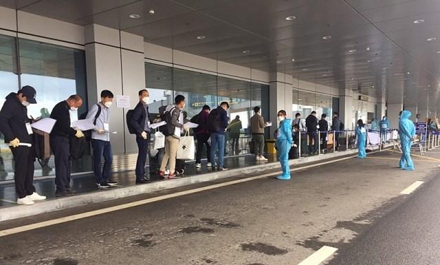 Sân bay Vân Đồn tiếp tục đón 240 chuyên gia Hàn Quốc sang Việt Nam làm việc - Ảnh 3