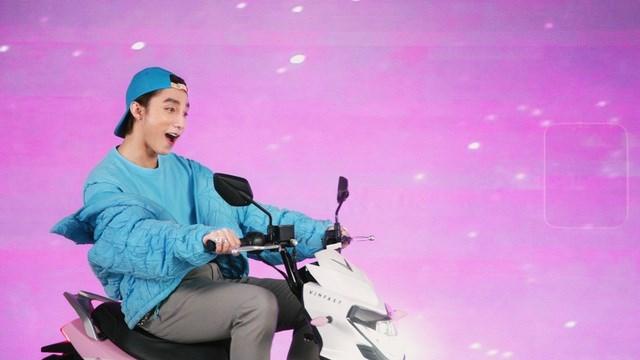 """Xe VinFast màu """"hường"""" gây sốt khi xuất hiện trong MV mới của Sơn Tùng M-TP - Ảnh 3"""
