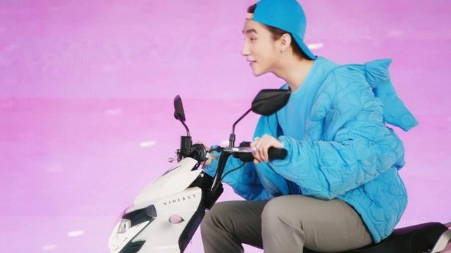 """Xe VinFast màu """"hường"""" gây sốt khi xuất hiện trong MV mới của Sơn Tùng M-TP - Ảnh 4"""