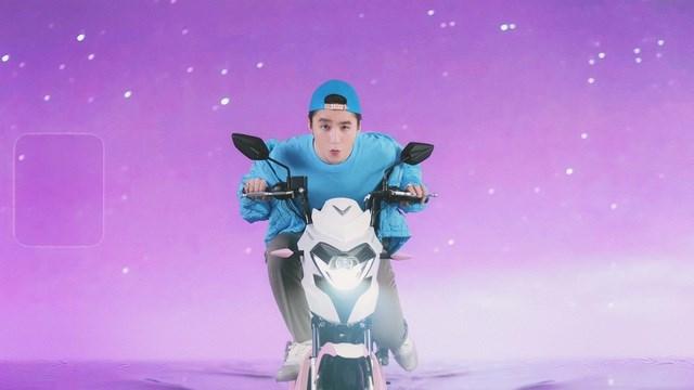 """Xe VinFast màu """"hường"""" gây sốt khi xuất hiện trong MV mới của Sơn Tùng M-TP - Ảnh 6"""