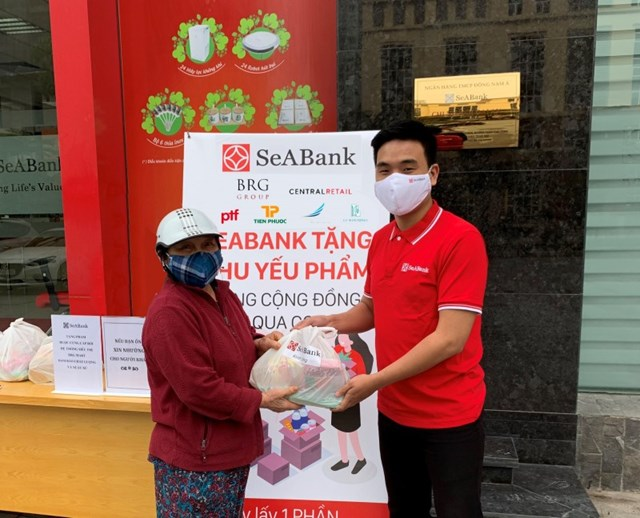 SeABank trao tặng hơn 16.000 suất quà tổng trị giá gần 1,4 tỷ đồng cho người khó khăn bị ảnh hưởng bởi Covid-19  - Ảnh 5