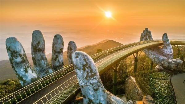 Cầu Vàng tiếp tục lọt danh sách những cây cầu ngoạn mục trên thế giới - Ảnh 2