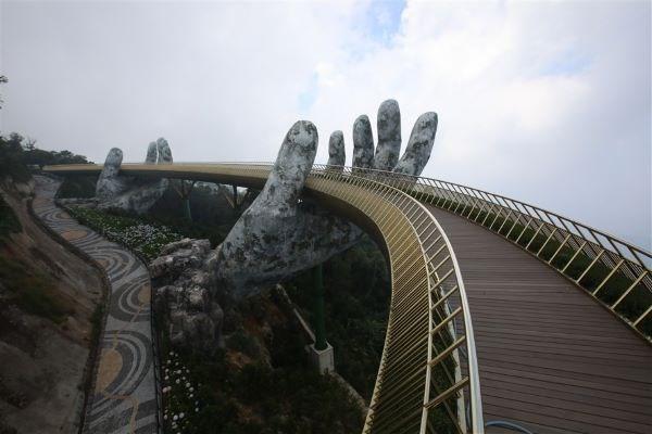 Cầu Vàng tiếp tục lọt danh sách những cây cầu ngoạn mục trên thế giới - Ảnh 4