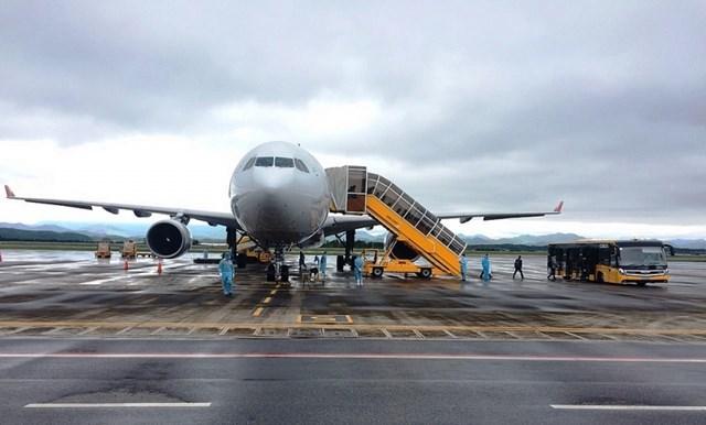 Sân bay Vân Đồn tiếp tục đón 240 chuyên gia Hàn Quốc sang Việt Nam làm việc - Ảnh 2