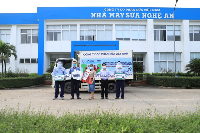 Vinamilk trao tặng 1,7 triệu ly sữa để trẻ em khó khăn được chăm sóc tốt hơn trong dịch Covid - Ảnh 3