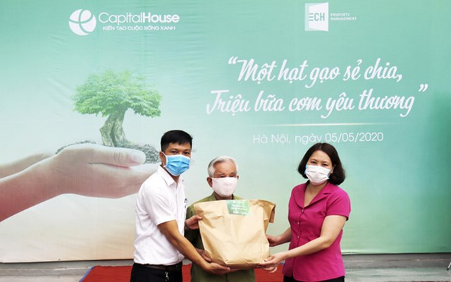 Capital House trao gần 6.000 suất quà giúp đồng bào khó khăn do đại dịch Covid-19 - Ảnh 1