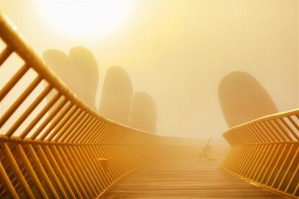 Cầu Vàng tiếp tục lọt danh sách những cây cầu ngoạn mục trên thế giới - Ảnh 3