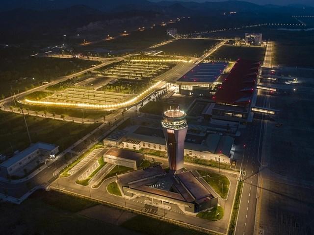 Sân bay Vân Đồn tiếp tục đón 240 chuyên gia Hàn Quốc sang Việt Nam làm việc - Ảnh 1