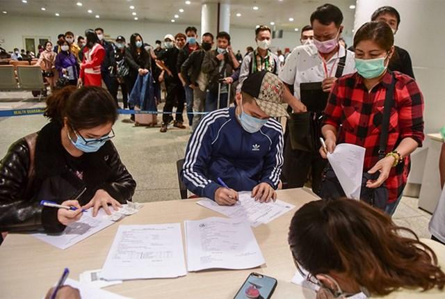 Dừng nhập cảnh người Việt tại sân bay Nội Bài - Ảnh 1