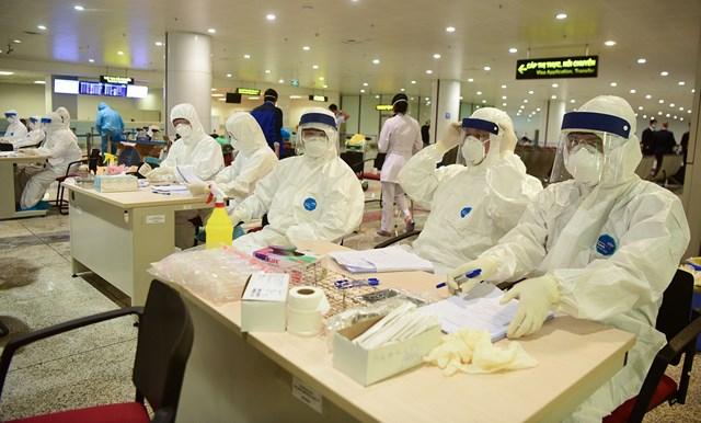 9 người nhiễm nCoV từ nước ngoài về - Ảnh 1