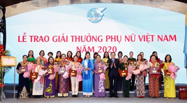 Chủ tịch Tập đoàn BRG Bà Nguyễn Thị Nga - Nữ doanh nhân duy nhất được tôn vinh phụ nữ Việt Nam 2020 - Ảnh 2