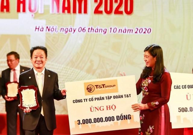 """""""Bầu Hiển"""" ủng hộ 5 tỷ đồng cho quỹ Vì người nghèo Thành phố Hà Nội - Ảnh 1"""