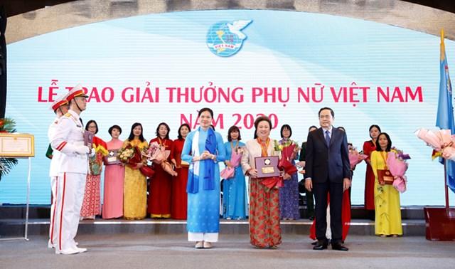 Chủ tịch Tập đoàn BRG Bà Nguyễn Thị Nga - Nữ doanh nhân duy nhất được tôn vinh phụ nữ Việt Nam 2020 - Ảnh 1