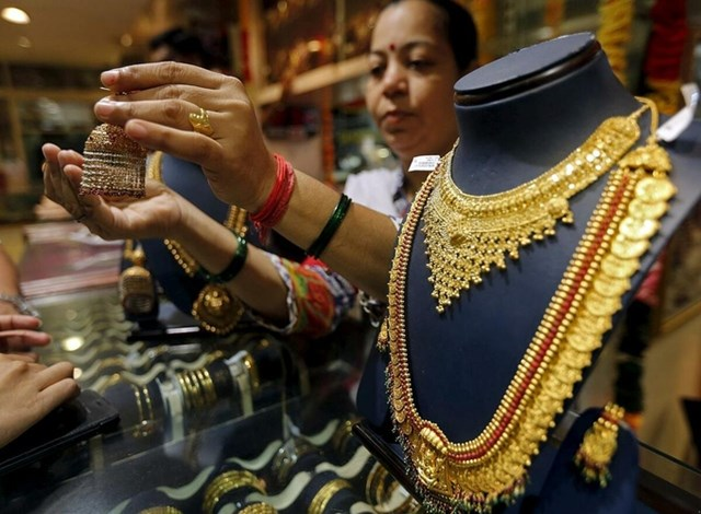 Trang sức vàng được bày bán tại Mumbai (Ấn Độ).Ảnh:Reuters