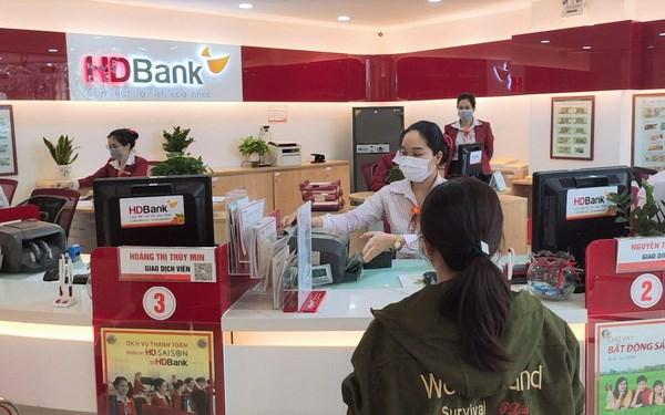 HDBank sẽ giảm lãi suất cho gần 18.000 khách hàng vay, với mức giảm bình quân từ 1%/năm cho 3 nhóm khách hàng bị ảnh hưởng bởi dịch Covid-19