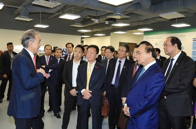 Ông Đỗ Quang Hiển, Chủ tịch HĐQT kiêm Tổng Giám đốc Tập đoàn T&T Group tháp tùng Thủ tướng Chính phủ Nguyễn Xuân Phúc đến thăm Công ty Thành phố chuỗi cung ứng (Supply Chain City) của Tập đoàn YCH vào tháng 4/2018