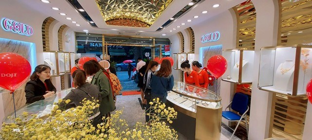 Không gian hiện đại của DOJI Gold Nguyễn Hữu Huân là chất xúc tác tuyệt vời cho trải nghiệm mua sắm của mọi khách hàng.